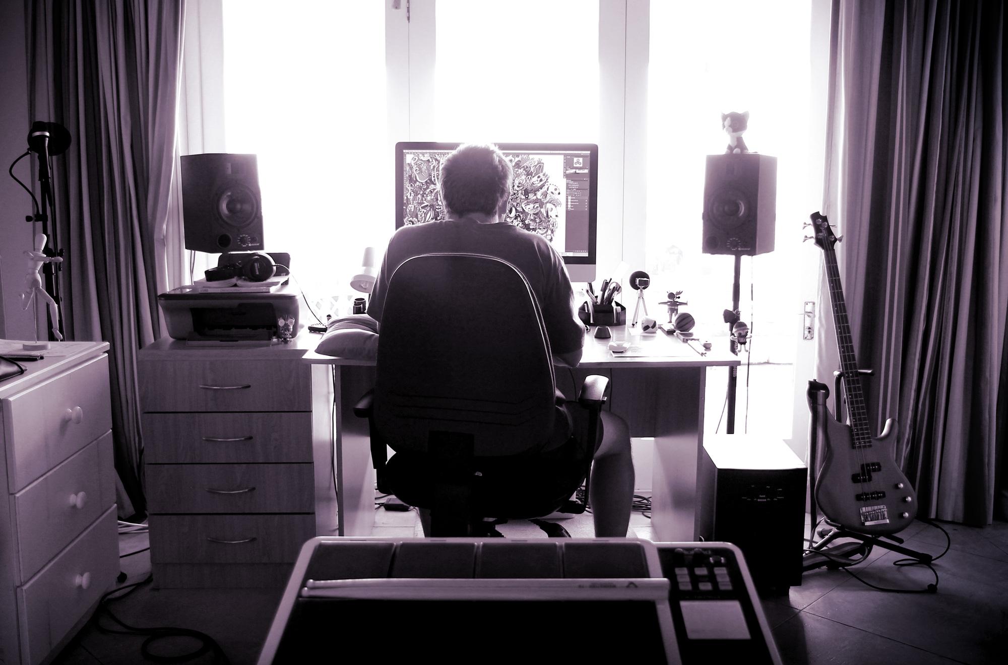 studio_bw_v5_med